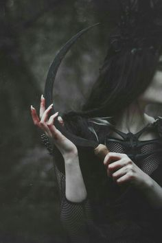 Discovered by 《M A D N E S S》. Find images and videos about black, dark and fantasy on We Heart It - the app to get lost in what you love. Queen Aesthetic, Gothic Aesthetic, Slytherin Aesthetic, Princess Aesthetic, Witch Aesthetic, Book Aesthetic, Character Aesthetic, Death Aesthetic, Paradis Sombre