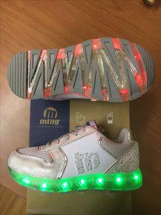 Zapatillas deportivas con luces programables ✨👟✨ MTNG - Mustang en Salvador Artesano Zapaterías y www.zapatosparatodos.es. Los peques de la casa van a alucinar con nuestros nuevos modelos.