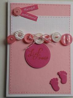 Geboorte kaart voor meisje met knopen.