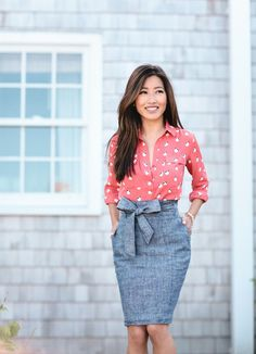 Summer chambray skirt styled two ways - Extra Petite - Outfits for Work Summer Business Outfits, Elegant Summer Outfits, Summer Work Outfits, Casual Summer, Stylish Outfits, Fall Outfits, Chambray Outfit, Chambray Skirt, Work Fashion