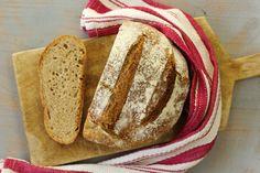 Pao de espelta no tacho... Fazer bom pão é uma arte que se aperfeiçoa com o tempo. Quando se faz pão vai-se percebendo aos poucos e poucos as massas, se aguentam ou n...