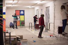 Tape Art Künstler bei der Arbeit - beim Workshop der hKDM in Freiburg Tape Art, Workshop, Desk, Home Decor, Freiburg, Homemade Home Decor, Atelier, Desktop, Writing Desk