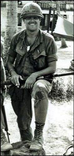 Virtual Vietnam Veterans Wall of Faces | ROBERT H SIGHOLTZ JR | ARMY