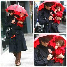 Hair - cabelo - beautiful - bonita - hermoso - moda - look - style - estilo - inspiration - inspiração - fashion - elegant - elegante - chic - coat - casaco - black - preto - boot - bota - dress - vestido - shirt camisa - blouse blusa - baby GAP - Shoes - sapato - pantyhose - meia calça - Tights - umbrella - guarda-chuva - red vermelho - kid - child - criança - Princess - princesa - bebê - daughter - filha - hija - mother - mãe - madre - mom - mamãe - November - 2008 - Katie Holmes - Suri…