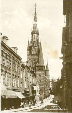 Oud-Nijmegen.... Blik vanuit de Bloemerstraat richting Augustijnenstraat op de neogotische Sint-Augustinuskerk van Pierre Cuypers, c. 1910-1920