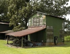 Now days your lucky to find a tobacco barn in this good of shape