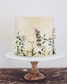 Chic and Classy Wedding Cake Inspiration Chic and Classy Wedding Cake Inspiration Pretty Cakes, Beautiful Cakes, Wedding Cake Designs, Wedding Cakes, Dessert Design, Foto Pastel, Bolo Floral, Floral Cake, Naked Cakes