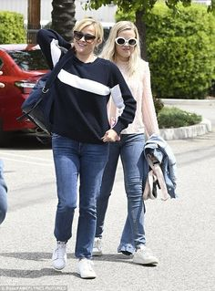 Reese Witherspoon brings her daughter on helicopter trip #dailymail