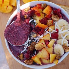 """TESS BEGG ・ VEGAN on Instagram: """"Brekkie this morning was a berry-choc smoothie bowl topped w/ banana, peach, raspberries, coconut, chia seeds, mulberries and wild figs + mango"""