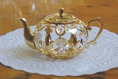 When I'm in Chicago I want to find a super cool antique teapot.