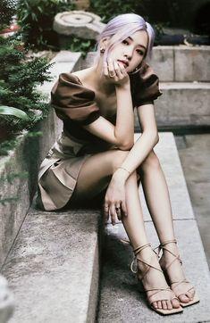 Black Pink Kpop, Rose Icon, Blackpink Members, Rose Park, Blackpink Photos, Blackpink Fashion, Daily Fashion, Jennie Blackpink, Park Chaeyoung