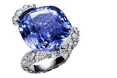 Limelight ring 18k white gold, set with diamonds and a sapphire (25 carats) Piaget.