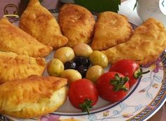 Peynirli Çiğ Börek Best Beauty Tips, Travel Size Products, Food And Drink, Cheese, Chicken, Recipes, Kitchen, Cooking, Cucina