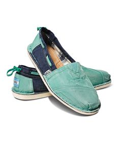 These are my absolute favorite TOMS! And their on sale today at Zulily ... I might have to buy 2 more pair ... #zulilyfinds