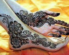 Henna mehndi - Good tattoo insperation on the foot