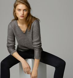 FANTASY V-NECK STRUCTURED SWEATER By Massimo Dutti