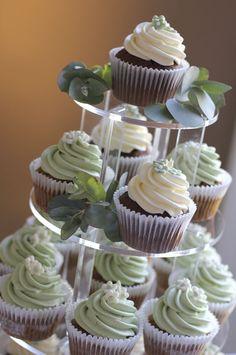 Google Image Result for http://www.julietstallwoodcakesandbiscuits.co.uk/home/wp-content/uploads/2010/09/grosvenor-cupcake-wedding-4.jpg