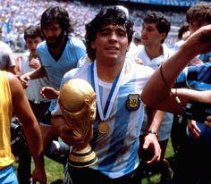 Argentina Campeón histórico 29 de junio de 1986 Mexico 86, Diego Armando, Retro Pictures, Best Football Players, Fifa World Cup, Champions League, Gq, Sexy Men, Soccer