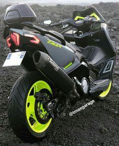 Tmax Yamaha, Yamaha Nmax, Bike India, Yamaha Scooter, Scooter Design, Biker Boys, T Max, Motosport, Lamborghini Cars
