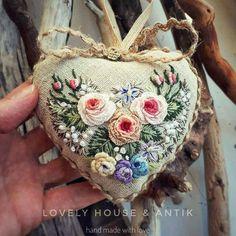 ❤СердеШная игольница сделана с любовью и готова переехать к вам в уютный дом ✔Hand made. ✔FOR SALE ✔По все вопросам пишите в директ✏ #embroidery #embroideryart #embroideryartist #вышивка #bordado #handmade #рукоделие #broderie #needlepoint #provense #stitch #flowers #vintage #vintagedecor #shabbychic #antic #anticvariat #shabbychicdecor #handmade #ручнаяработа #красота #игольница #игольницаручнойработы #подарок