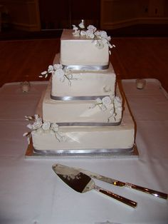 wedding cake silver ribbon 1000 images about simple wedding cakes on 24552
