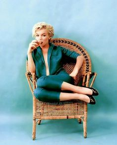 Marilyn Monroe  | More fashion lusciousness here: http://mylusciouslife.com/photo-galleries/historical-style-fashion-film-architecture/
