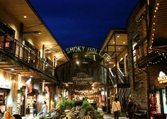 Ole Smoky Holler is a great place to relax and enjoy some live blue grass in Gatlinburg, Tennessee