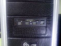 Meu computador precisava de mais USBs para conectar as bugigangas chinesas e resolvi comprar este painel frontal de 3 1/2 polegadas, que encaixa perfeitamente no local de um floppy. Lógico que apenas quatro USBs não iam dar vazão ao volume de porcarias que eu compro na China, por isso eu também comprei um hub que já havia descrito neste post. Como a maioria dos computadores atuais são pretos Leia mais [...]