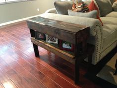 Pallet end table for the couch.@Leslie Lippi Lippi Lippi Anderson Szeliga , @Sara Eriksson Eriksson Eriksson Sheehan