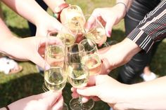 Gezellige meiden onder elkaar. Zon, wat lekkers en wat te vieren. Kortom de best mogelijke ingrediënten om het leven te vieren.