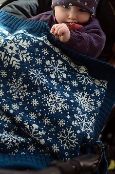 Ravelry: Baby Blanket Snowflakes / Vognteppet Snøfnugg pattern by The Needle Lady