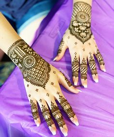 One of my favorite pictures from today's Wedding Henna 💗 - Simple arabic mehndi designs - Henna Designs Hand Arab Wedding, Wedding Henna, Bridal Mehndi, Rose Wedding, Henna Mehndi, Mehendi, Hand Henna, Simple Arabic Mehndi Designs, Back Hand Mehndi Designs