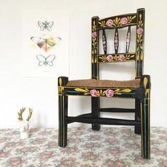 Orangevertevintage — Chaise Enfant en bois Assise Paille