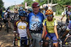 Förderung von jungen Radfahrer Talenten in Sri Lanka, zusammen macht das Biken doppelt so viel Spass.