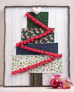Toque prendado A árvore da oficina de costura Love Blankie combina tecidos de diferentes estampas natalinas e uma fita grelot. E nem é preciso ser uma mestre das agulhas para executar a charmosa ideia. (Foto: Iara Venanzi/Casa e Comida)