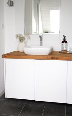 Badezimmer selbst renovieren 2019 badezimmer unterschrank selber bauen The post Badezimmer selbst renovieren 2019 appeared first on Bathroom Diy. Rustic Bathroom Vanities, Ikea Bathroom, Bathroom Floor Tiles, Bathroom Storage, Small Bathroom, Bathroom Ideas, Bathroom Pink, Dark Bathrooms, Amazing Bathrooms
