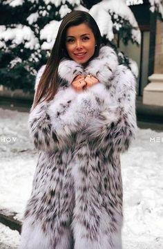 Snow Queen | ВКонтакте Fur Fashion, Winter Fashion, Womens Fashion, Cosy Outfit, Sexy Women, Women Wear, Fabulous Furs, Fur Blanket, Great Women