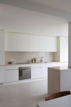 Carnide Apartment is a minimalist apartment located in Lisbon, Portugal, designed by Lola Cwikowski Minimal Kitchen Design, Interior Design Minimalist, Kitchen Room Design, Minimalist Kitchen, Home Decor Kitchen, Interior Design Kitchen, New Kitchen, Home Kitchens, Cottage Kitchens