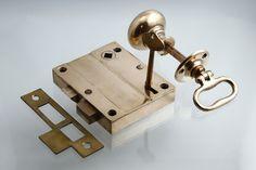 アンティーク ブロンズのドアノブ 外付けラッチ 鍵付き 吊り元・内外開き自在 ok-39-2 - アンティーク&オールディーズ オンラインストア