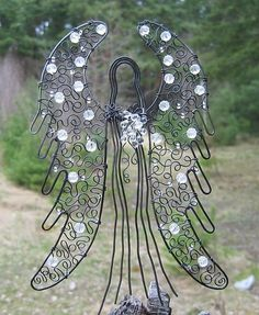 Ochránce Stained Glass Angel, Stained Glass Christmas, Burlap Christmas, Christmas Crafts, Wire Ornaments, Beaded Angels, Bobbin Lace Patterns, Angel Crafts, Polymer Beads