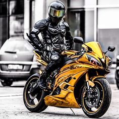 Dark Knight Gold is riding a on the road Yamaha R6, Yamaha Motorcycles, Moto Bike, Motorcycle Bike, Motocross, Motos Trial, Motard Sexy, Motos Harley, Sportbikes