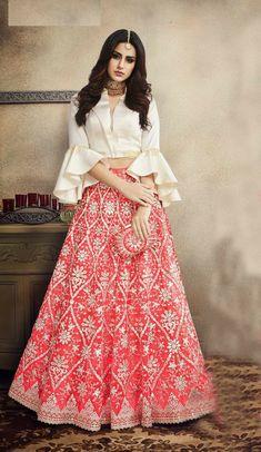Party Wear Indian Dresses, Designer Party Wear Dresses, Indian Gowns Dresses, Dress Indian Style, Indian Fashion Dresses, Indian Designer Outfits, Skirt Fashion, Indian Wedding Outfits, Gown Party Wear