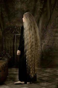 Long wavy hair.