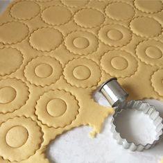 Bülbül Konagi Tatlisi – Lezizsofralar'a Hosgeldiniz Iftar, Pasta, Cookies, Desserts, Food, Crack Crackers, Tailgate Desserts, Deserts, Biscuits