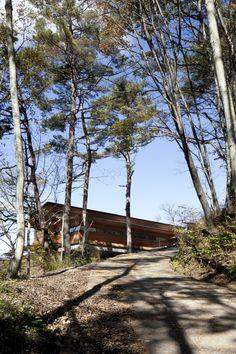 House in Asamayama. Architects: Kidosaki Architects Studio. Location: Asamayama Tsukudeiwanami, Shinshiro, Aichi Prefecture, Japan. Project Year: 2011. Photographs: 45g Photography © Junji Kojima.