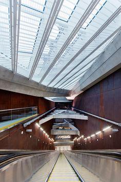 Budapest metro station by Spora Architects