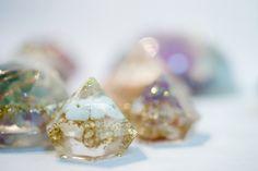 オルゴナイト  オルゴナイトは周りのマイナスエネルギーを吸収し、ポジティブなエネルギーを発生させるといわれている装置です。