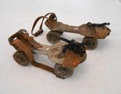 VINTAGE CHILDREN'S ROLLER SKATES METAL LEATHER JUNIOR KEYLESS KINGSTON PRODUCTS #kingstonproducts