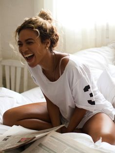 Beyonce is a beautiful woman. Her music is amazing. Every time she is on stage Beyonce makes an outstanding performance. Pretty People, Beautiful People, Beautiful Women, Beautiful Smile, Perfect Smile, Hey Gorgeous, Perfect Woman, Beautiful Celebrities, Beautiful Images