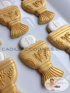 first communion cookies Crazy Cookies, Fancy Cookies, Cute Cookies, Easter Cookies, Communion Decorations, Communion Favors, First Communion Cakes, First Holy Communion, Bautizo Cakes